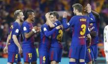 برشلونة يحسم موقفه من إمكانية بيع مدافعه