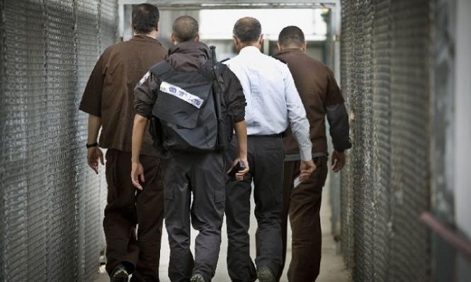 تقرير: إدارة السجون تستغل الأيدي العاملة للأسرى