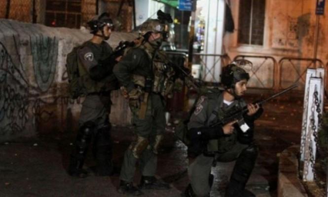 مداهمات واعتقالات بمناطق متفرقة بالضفة