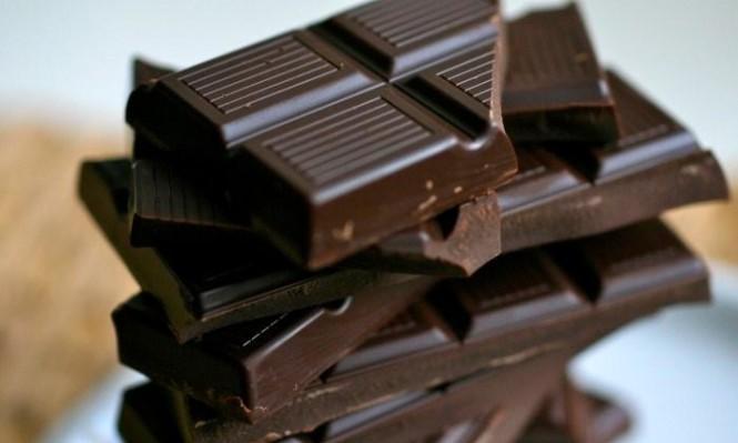 دراسة: الشوكولاتة الداكنة تقوي البصر