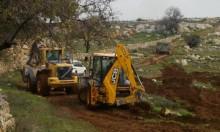 مستوطنون يجرفون أراض ويحاولن اقتحام مسجد جنوب نابلس