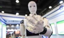 خمسة روبوتات تحل محل 7 موظفين في بنك سويسري!