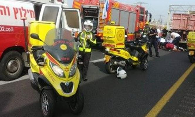 مصرع سائق دراجة نارية في حادث طرق وسط البلاد