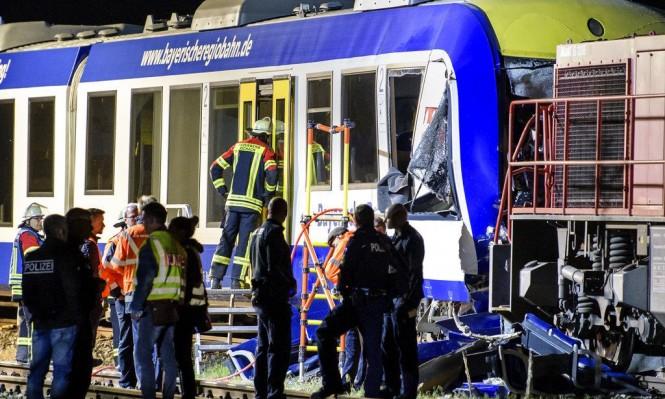 قتيلان و14 جريحا في تصادم بين قطارين في ألمانيا