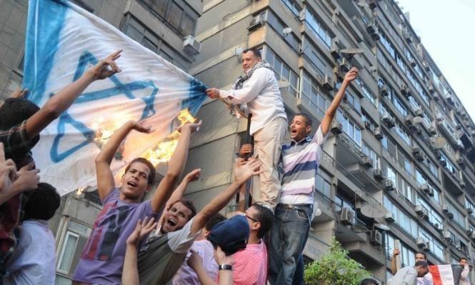"""احتفال """"استقلال"""" إسرئيل بالقاهرة: """"سايبين الحمار وماسكين في البردعة"""""""
