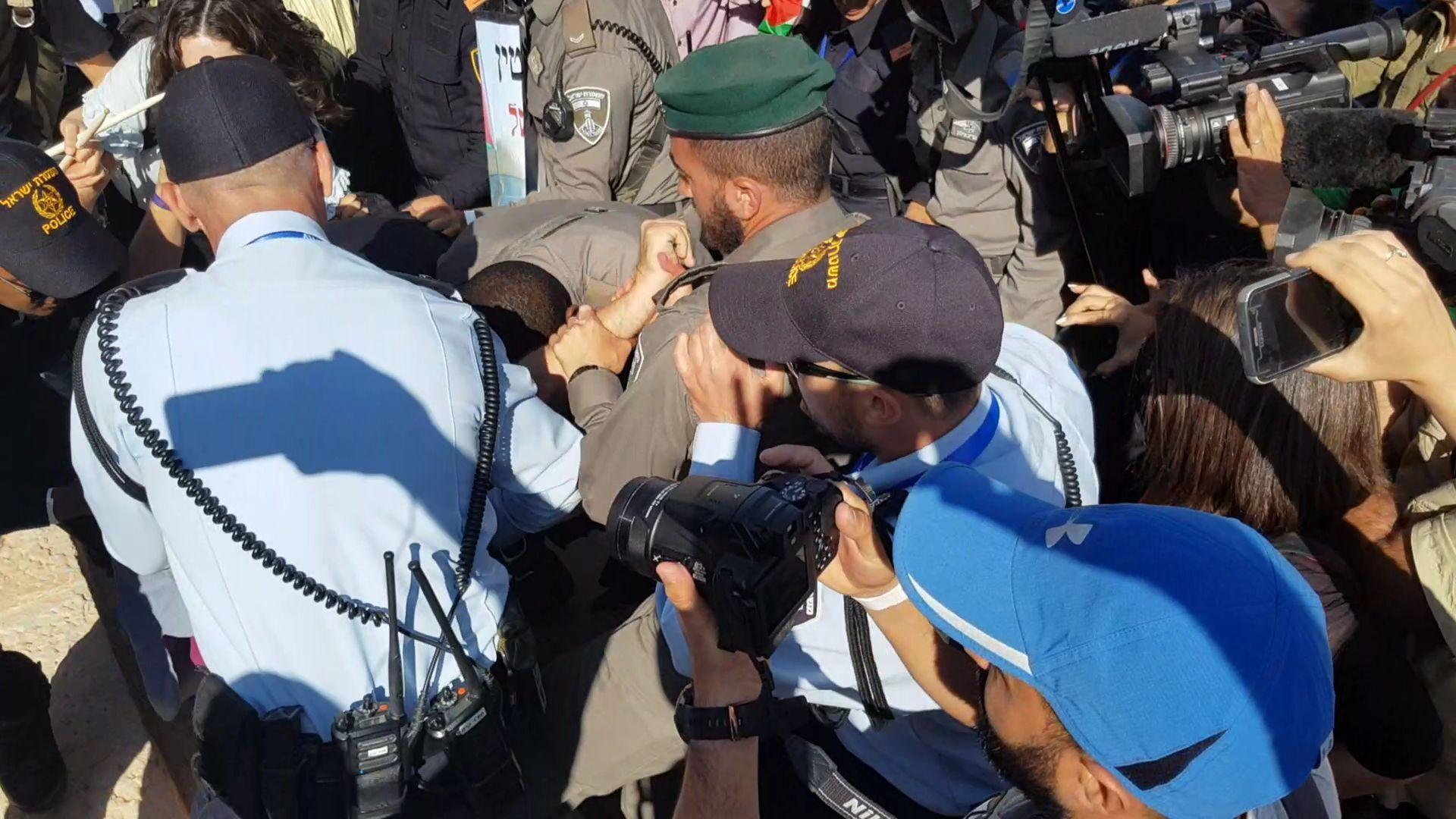 قيادات عربية: قمع في القدس وجرائم حرب في غزة