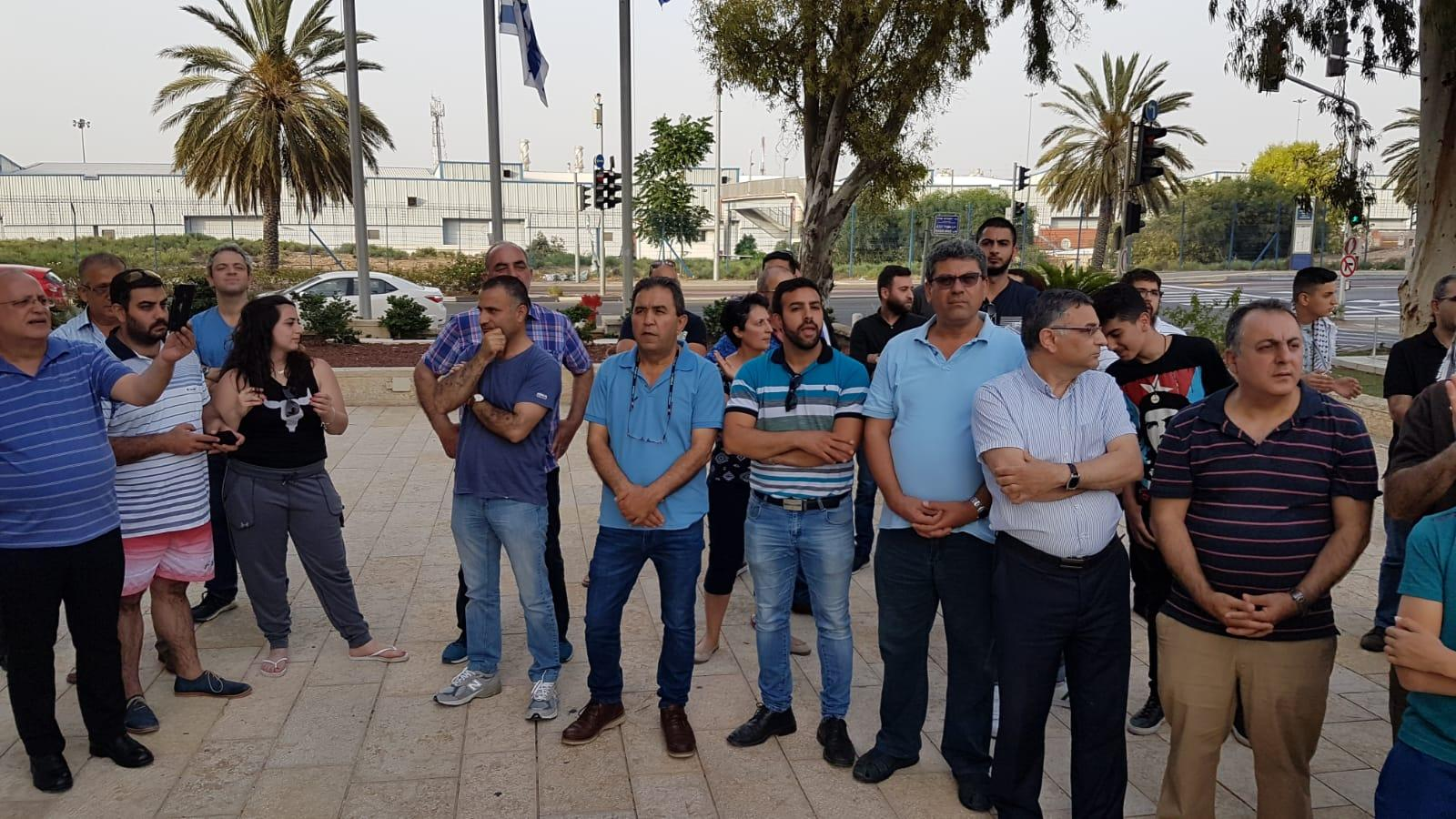 لجنة المتابعة تُنظم وقفة احتجاجية أمام مركز الشرطة في حيفا