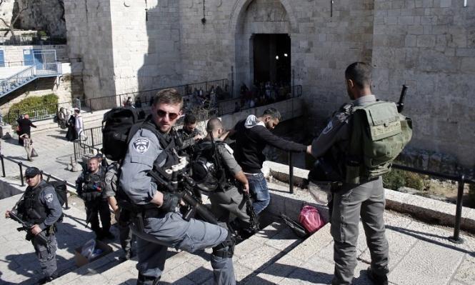 إصابة مقدسيين في اعتداء لشرطة الاحتلال بساحة باب العامود