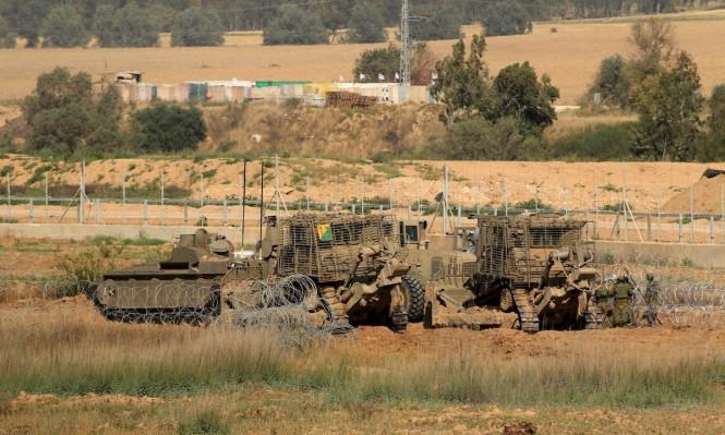 آليات الاحتلال تجرف أراض شرق غزة
