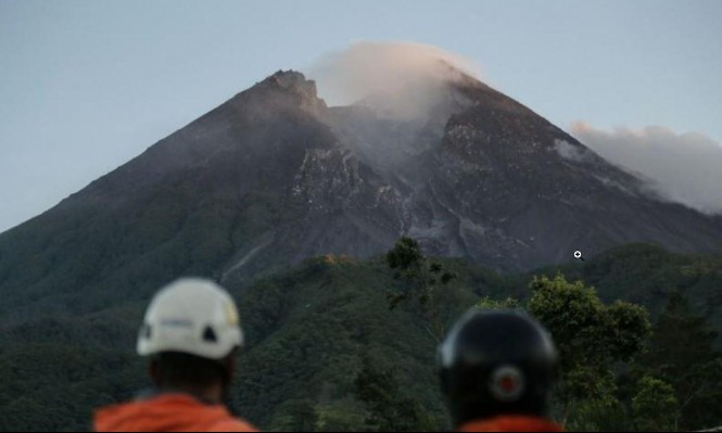 ثورات بركانيّة خطيرة في إندونيسا وهاواي