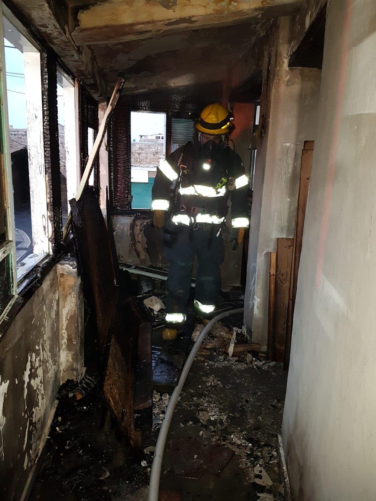 عكا: إضرام النار بفندق في طور الترميم