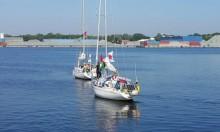 تسبق أسطول الحرية.. أول سفينة تبحر من غزة لكسر الحصار