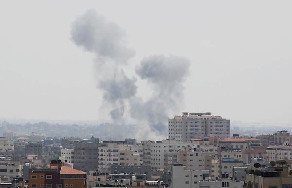 الاحتلال يقصف نفقا يدعي أنه هجومي يخترق الحدود