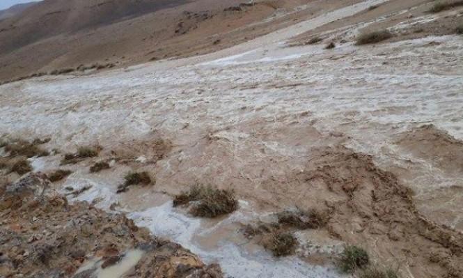 أمطار غزيرة مفاجئة تعيد تدفق الأودية في البحر الميت