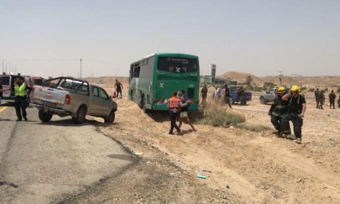 10 إصابات بينها خطيرة بحادث طرق بين شاحنة وحافلة بشارع 90