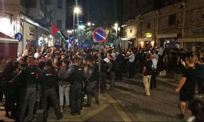 تمديد الإبعاد عن العمل للشرطي المعتدي على متظاهري حيفا