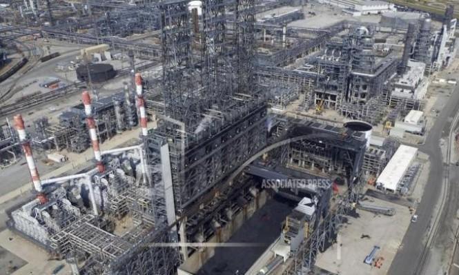 النفط يهبط مع تنامي المعروض الأميركي والروسي