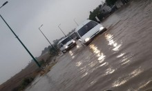 مياه الأمطار تتسبب بفيضانات وتغمر منازل ومحلات تجارية