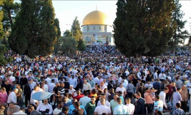 المقدسيون يؤدون صلاة العيد ويطالبون برفع