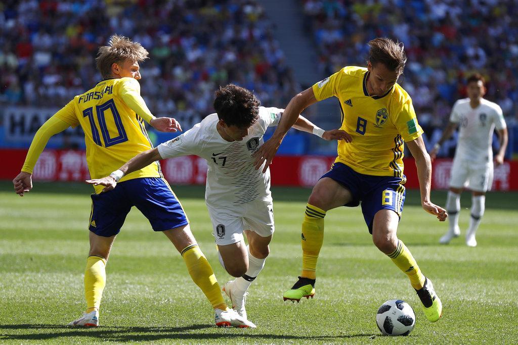 السويد تتخطى كوريا الجنوبية بهدف يتيم