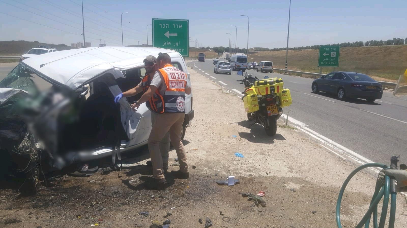 5 إصابات في حادث طرق بالنقب