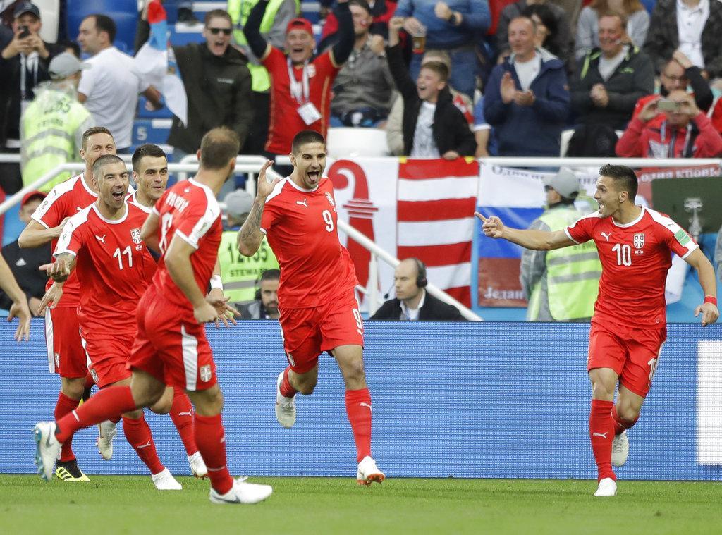 سويسرا تنعش آمالها بالتأهل وتصعب المهمة على صربيا