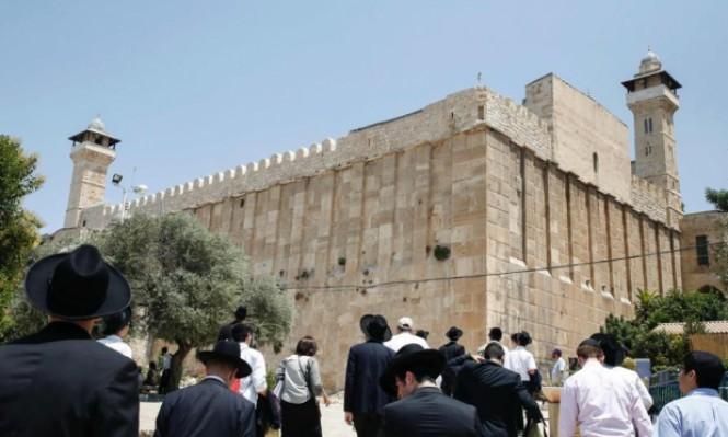 مستوطنون يقيمون احتفالات تلمودية في ساحات الحرم الإبراهيمي بمشاركة إردان