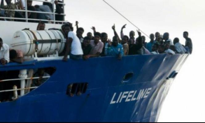 230 مهاجرا في المياه الدولية بانتظار حل دبلوماسي