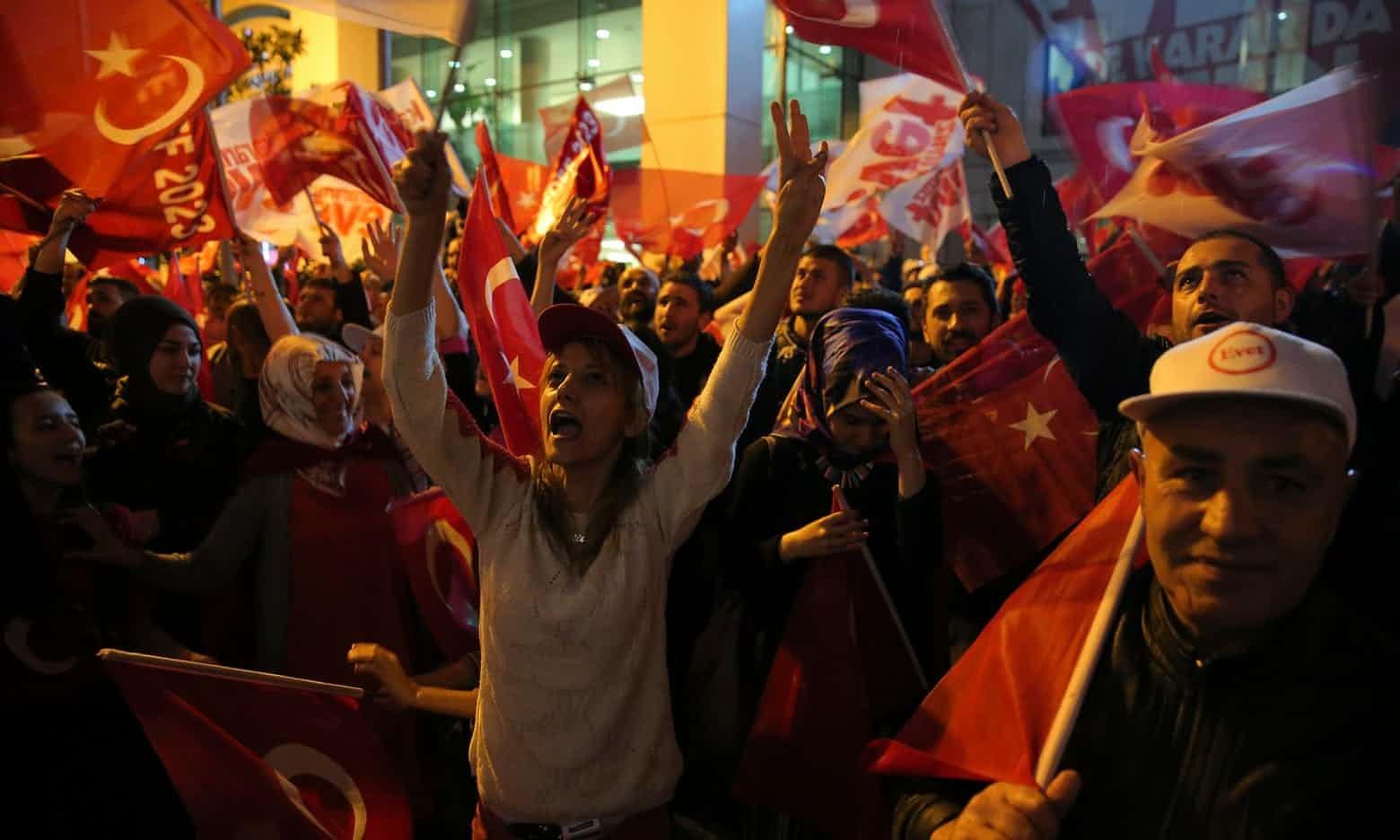 جمهرة انتخابية تركية (رويترز)