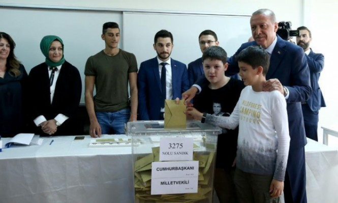 مراكز الاقتراع في تركيا تغلق أبوابها: نتائج أولية خلال ساعتين