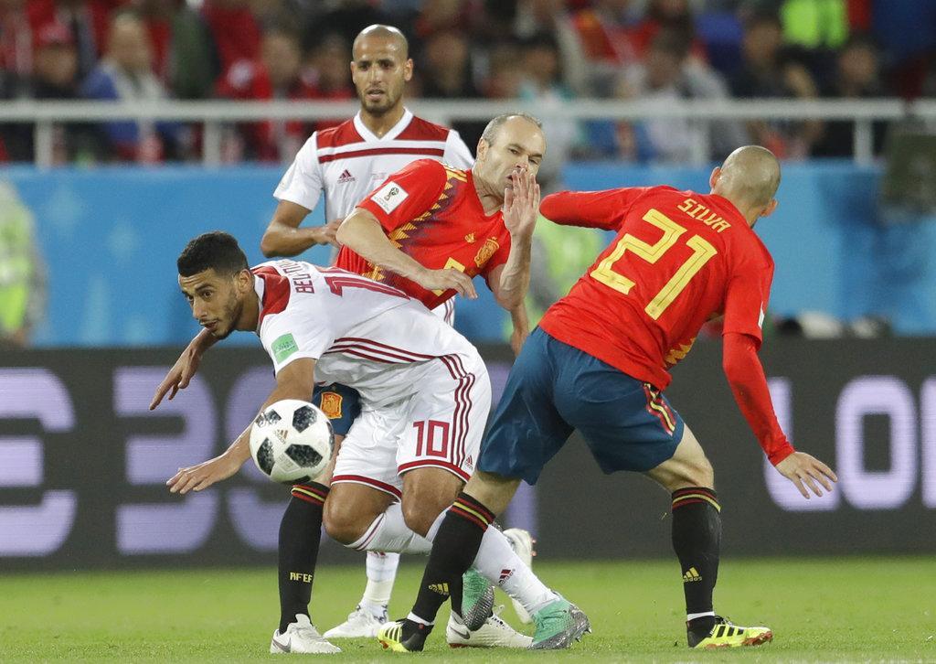 إسبانيا تتعادل أمام المغرب وتتأهل من صدارة مجموعتها