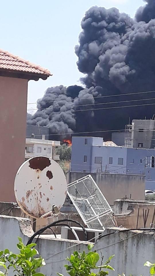 حريق شفاعمرو: أضرار بمحل تجاري ومنزلين وخطر انهيار مبنى