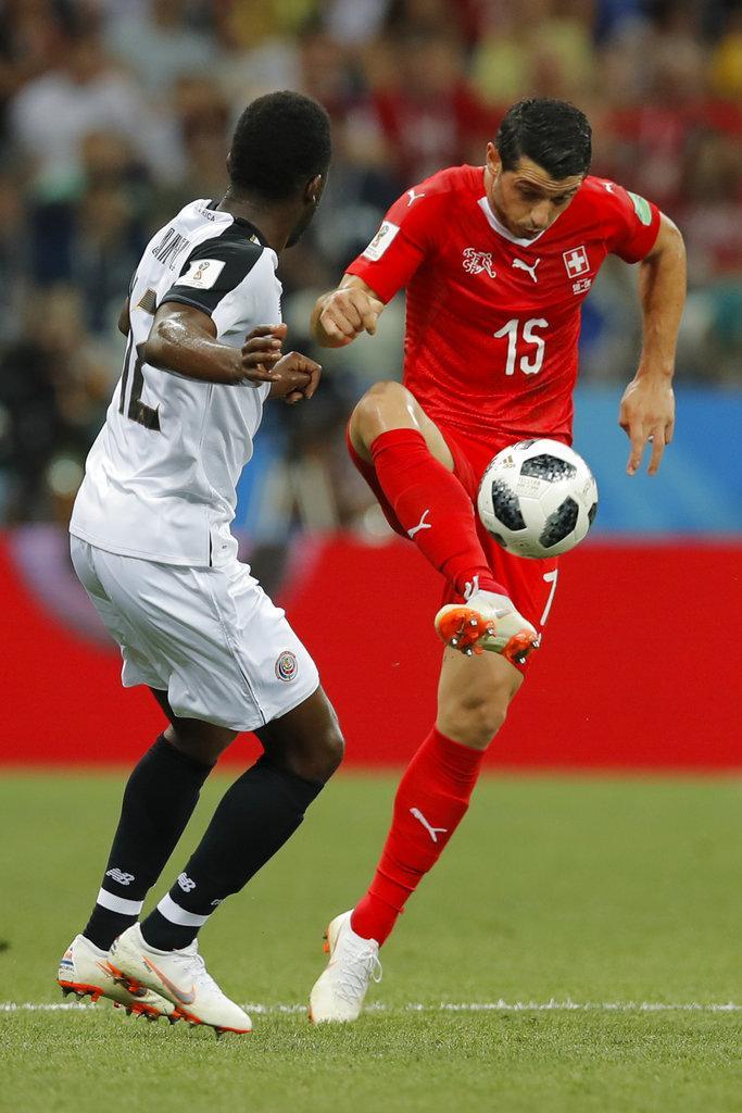 سويسرا تصعد لثمن النهائي رغم تعادلها أمام كوستاريكا