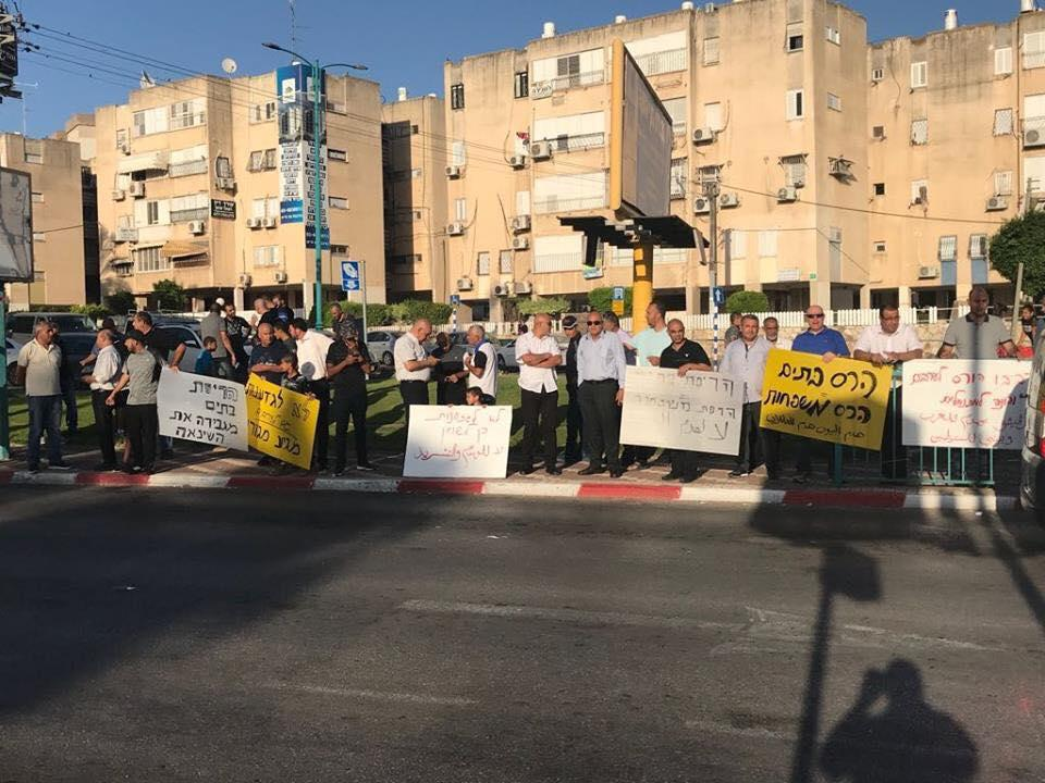 العرب الفلسطينيون في اللد يواصلون الاحتجاج ضد هدم المنازل