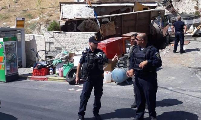 الاحتلال يهدم ورشة بالقدس وجرافاته تتوغل بغزة