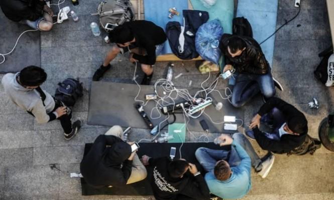 أوروبا تُحارب تدفق اللاجئين عبر هواتفهم الذكية