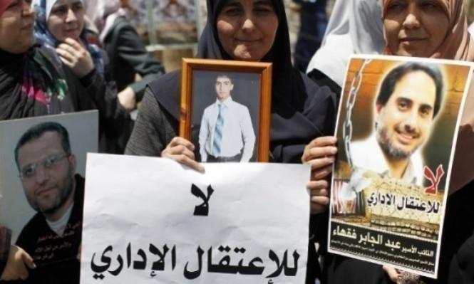 الأسرى الإداريون يُصعّدون: دخول قسم بإضراب عن الطعام