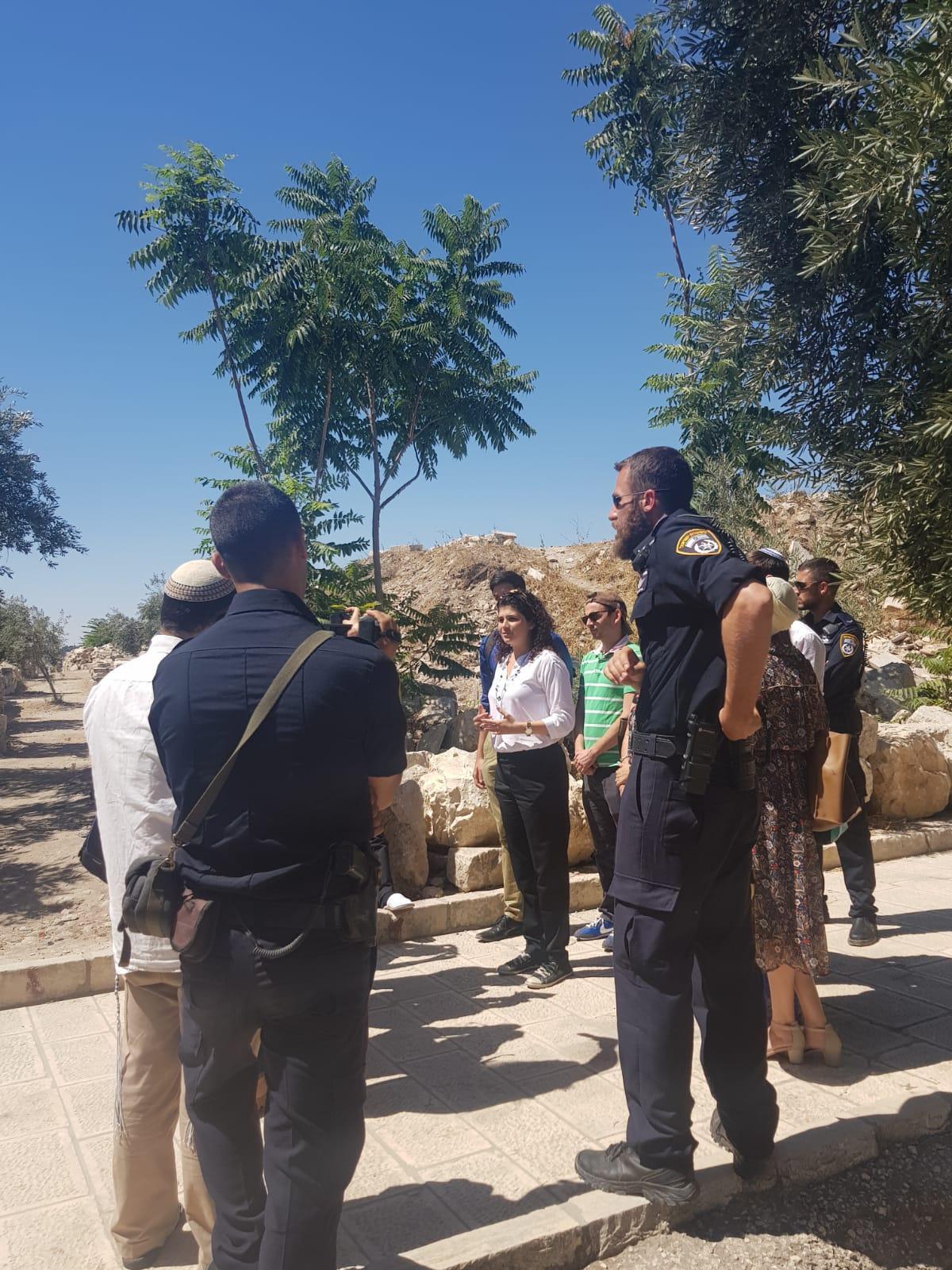 وزير الزراعة الإسرائيلي يقتحم الأقصى