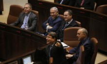 نتنياهو يتمسك بائتلاف حكومته والاستطلاعات تظهر تفوقه