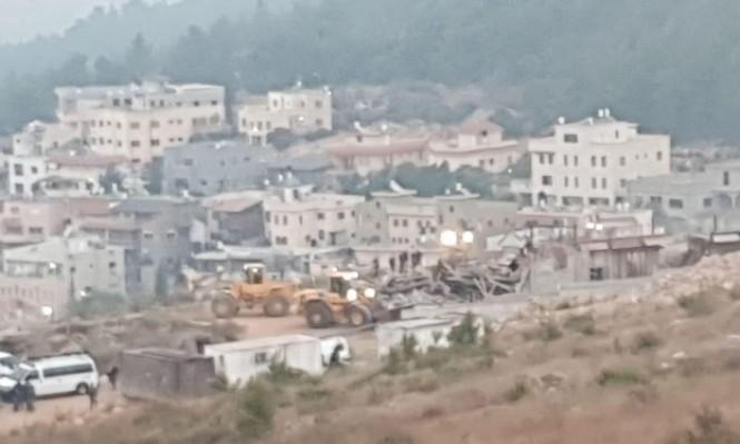 هدم 4 منازل قيد الإنشاء في أم الفحم