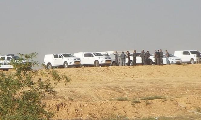 قوات الشرطة وآليات الهدم تتمركز قرب رهط بالنقب