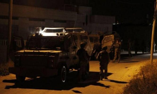 الاحتلال يعتقل 12 فلسطينيا بالضفة ويتوغل بغزة