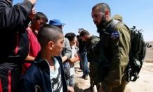 """أحد طلّاب مدرسة """"التحدي والصمود"""" شرق يطّا في مواجهة جنديّ إسرائيليّ"""