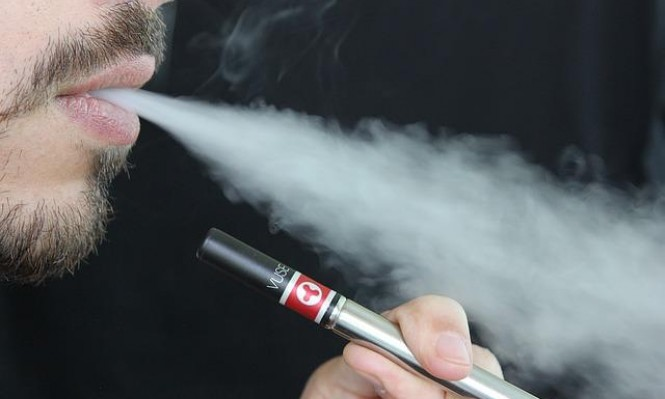 نكهات السجائر الإلكترونية قد تدمّر خلايا بالأوعية الدموية والقلب
