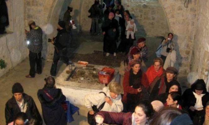 مئات المستوطنين يقتحمون مقامات دينية بعورتا