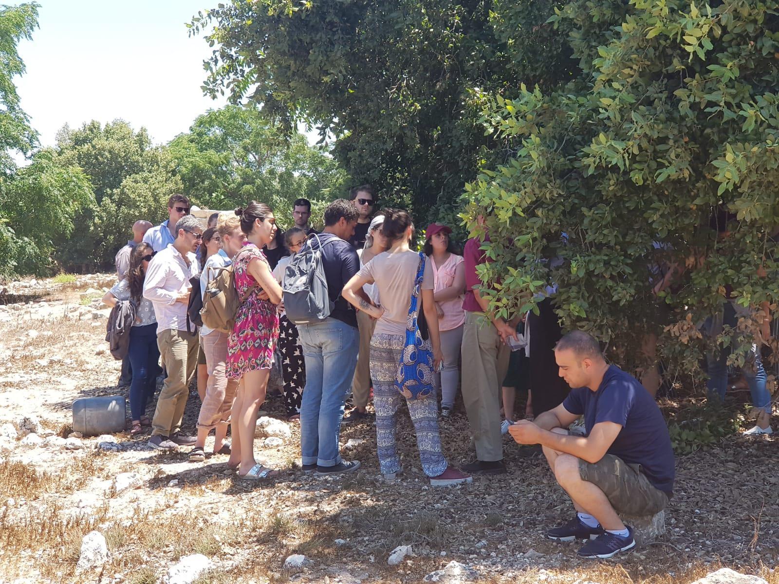 جمعية المهجرين تستقبل أكاديميين أجانب في صفورية المهجرة
