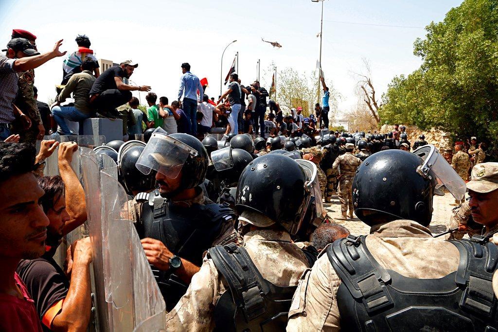 العراق: تصاعد الاحتجاجات في الجنوب والشرطة تقمع المحتجين