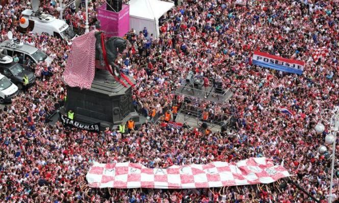 الكرواتيّون يستقبلون فريقهم استقبالَ الفاتحين