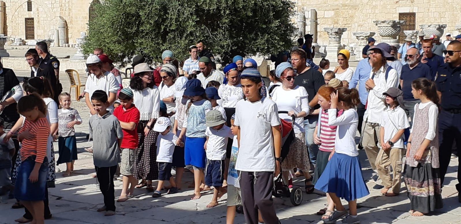 """مئات المستوطنين يقتحمون الأقصى قبيل ذكرى """"خراب الهيكل"""""""