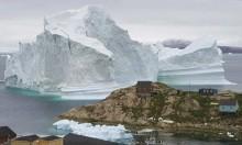 جبل جليدي عائم يُهدد قرية بغرينلاند